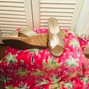 Selena Slide, Gold